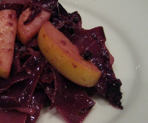Red cabbage with apples and mustard butter